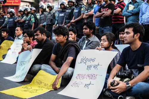 800px-Shahbag_Projonmo_Square_Uprising_Demanding_Capital_Punishment_of_the_War_Criminals_of_1971_in_Bangladesh