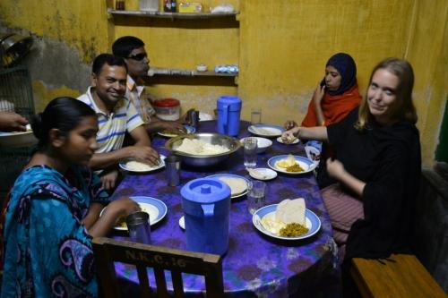 Frukost, lunch, eftermiddagssnacks och middag intas i köket och gärna tillsammans med resten av personalen på fältkontoret.