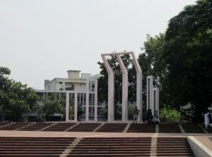 Shaheed Minar vid Dhaka Medical University som byggdes som minne för de som dog i the Language movement's kamp för att återinför Bengali som offciellt språk