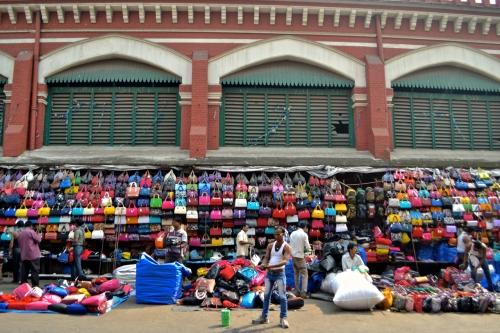 Vi gick på marknad och hitta massa fina saker. Ganska mycket billigare än i Dhaka faktiskt och mer utbud av allt.